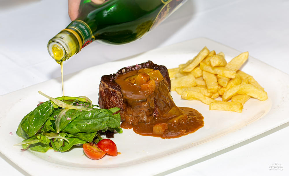 Grilled veal sirloin with apple puree and asturian cider sauce