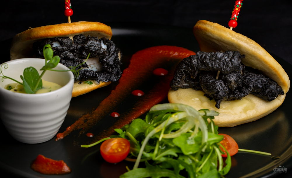 Chinese steamed bao bun with squid in black tempura and aioli and brava sauce