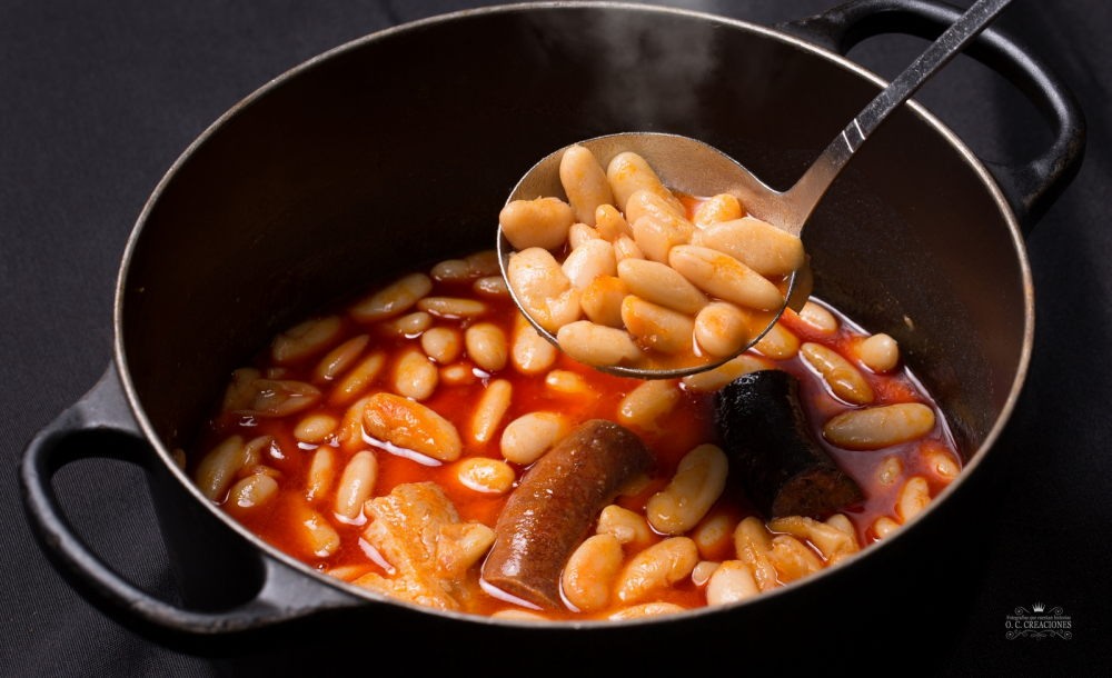 Fabada asturiana con su compango