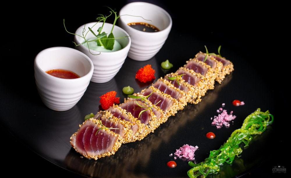 Tataki de atún rojo con salsa de soja y espuma de wasabi