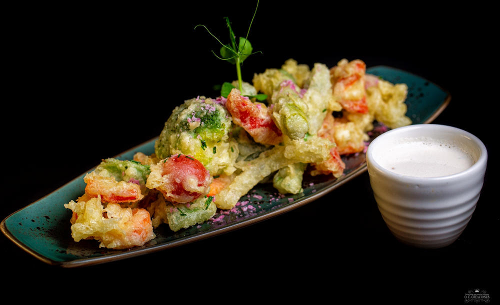 Tempura fried-vegetables with garlic sauce