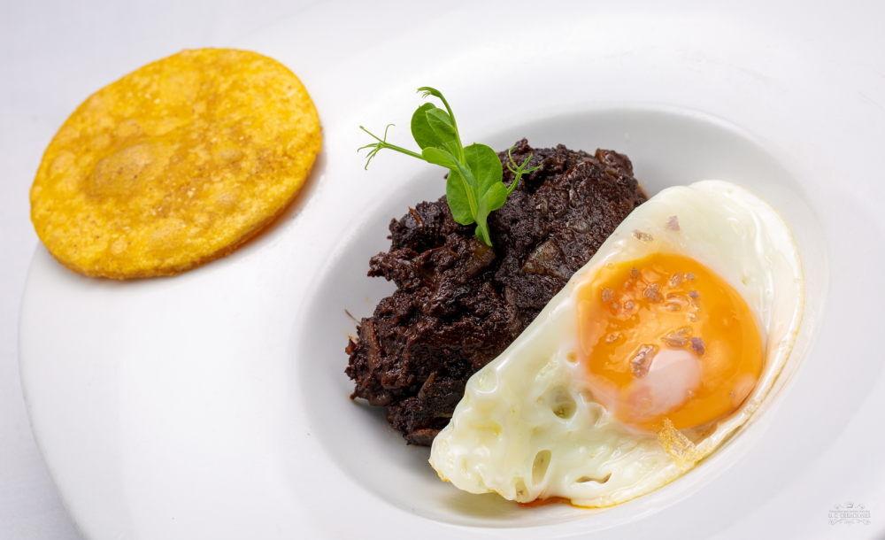 Torto de maíz con huevo y picadillo o morcilla Matachana
