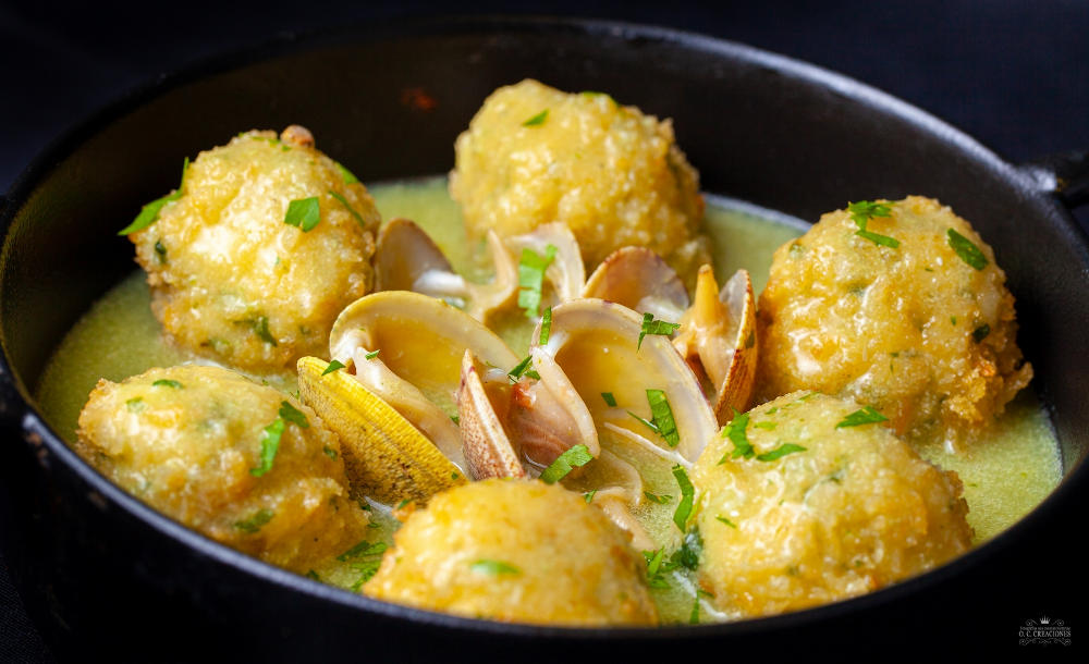 """Hake Meatballs in its """"Parmentier"""" Potato Cream, with Clams"""