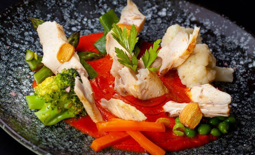 Panache frio de verduras vaporizadas, crema de ajoarriero y ventresca asada
